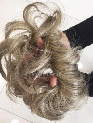 Saçlı Lastik Toka ile Şık Bir Topuz